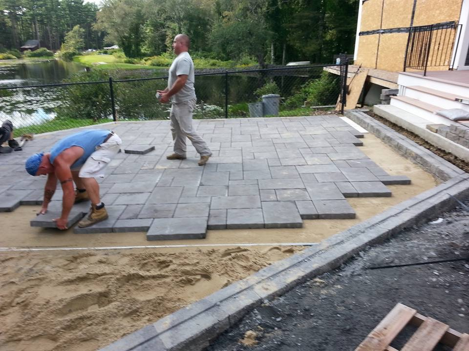 SSE Landscape building a patio
